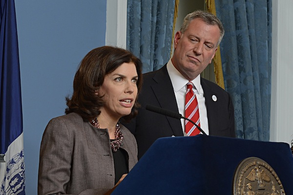 DCA Commissioner Julie Menin with Mayor De Blasio. The city issued 115 subpoenas this summer in an investigation of unlicensed employment firms.