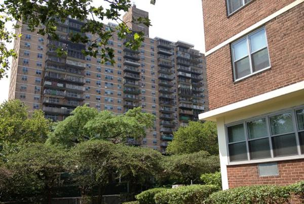 The seven identical towers of the Lindsay Park Mitchell-Lama co-op are arranged in the triangle between Broadway, Manhattan Avenue and Montrose Avenue in Williamsburg.