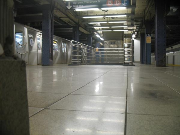Lawyers for an incarcerated man hope a state judge will permit a hearing on the dueling recollections of several witnesses to what happened in this subway stations nearly 24 years ago.