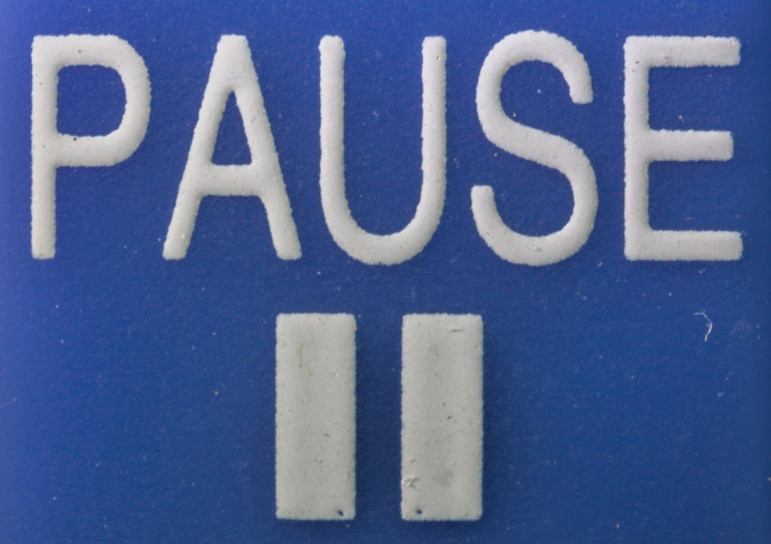 PAUSE-button_-_Macro_photography_of_a_remote_control