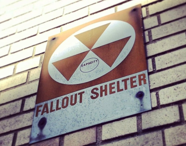 New_York_fallout_shelter_sign