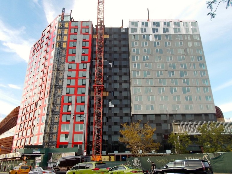 The modular building known as B2, at 461 Dean Street, was supposed to cost less and be done much faster than a conventional high-rise. But problems in stacking the modules and keeping water out made for a slower, more expensive build-out.