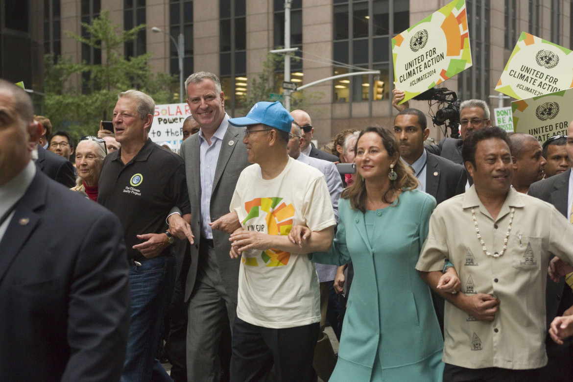 Mayor de Blasio, with former VP Al Gore to his right, walks in the 2014 climate march.