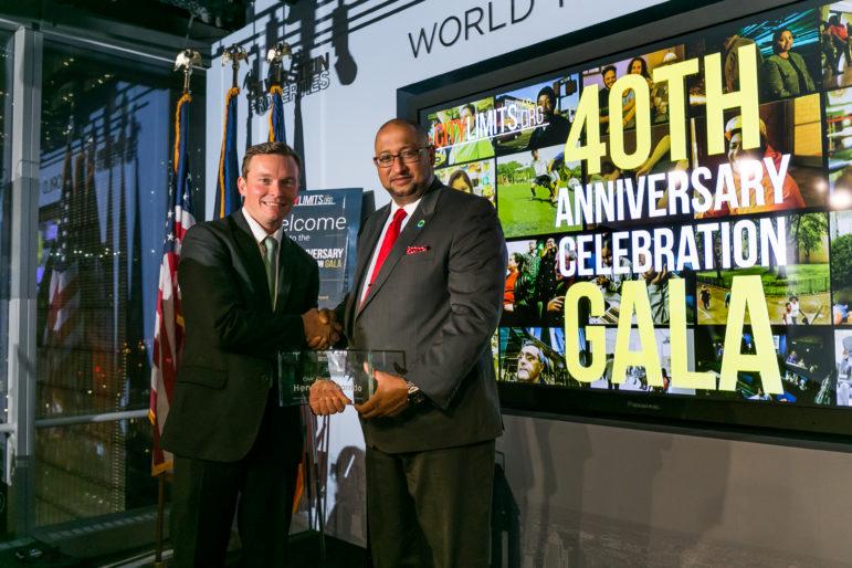 Editor Jarrett Murphy presents the Civic Champion award to DC37's Henry Garrido.